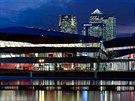 Budova The Crystal stoj� na Royal Victoria Dock ve v�chodn�m Lond�n�. Sou��st�...
