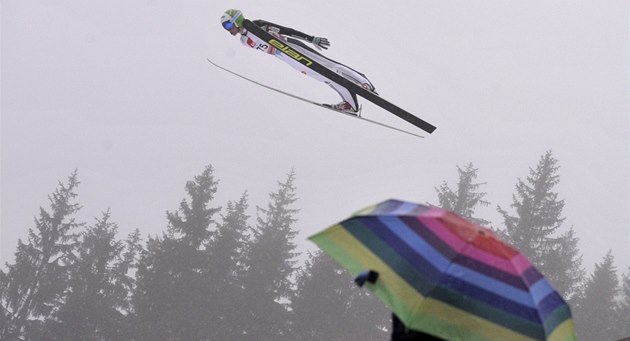 Skokan na ly�ích Peter Prevc v Planici