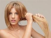 Such� vlasy, rozt�epen� kone�ky, ale i zv�en� tvorba mazu mohou p�er�st ve...