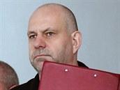 Policie přivádí obviněného podnikatele Martina Dědice na Okresní soud v...