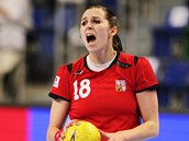 Česká házenkářka Iveta Luzumová v utkání proti Černé Hoře.