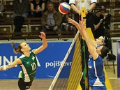 Momentka z utkání volejbalistek Brna (vlevo) a Frýdku-Místku.