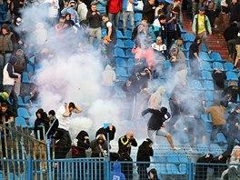Fanoušci řádili o víkendu i v Ostravě. Nepokoje v hledišti zdržely začátek druhého poločasu o více než dvacet minut.