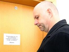 Obviněný podnikatel Martin Dědic před jednací síní Okresního soudu v Ostravě,...
