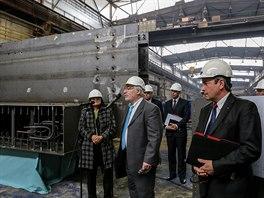 Prezident evropské pobočky společnosti Westinghouse Yves Brachet (u mikrofonu)...