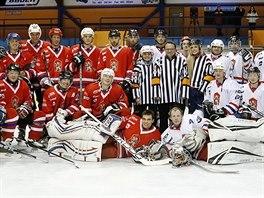 V HOKEJOVÉM. Čeští biatlonisté zakončili úspěšnou olympijskou sezonu hokejovým...
