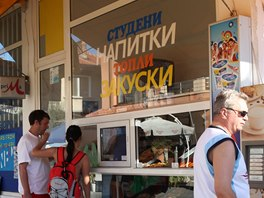 Stánek s tradiční snídaní, Bulhaři milují teplé pečivo plněné sýrem či