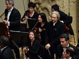 Sanfranciský symfonický orchestr pod vedením šéfdirigenta Michaela Tilsona...