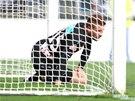 ACH JO. Marcel Gecov smutně kouká. Slavia právě dostala gól na hřišti