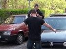 Dvacetiletý muž se dvěma a půl promile v dechu naboural ve Vršovicích pět aut...