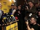 Andrej Kiska oslavuje vítězství v druhém kole prezidentských voleb.