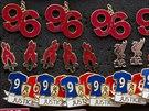 Číslo 96 upomíná na počet liverpoolských obětí na stadionu Hillsborough.
