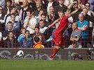Luis Suarez z Liverpoolu slaví svůj gól do sítě Tottenhamu.