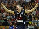 Děčínský basketbalista Jan Jiříček slaví během utkání s Ústím.