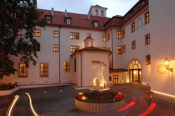 Elegantn� hotel v romantick�m kl�te�e