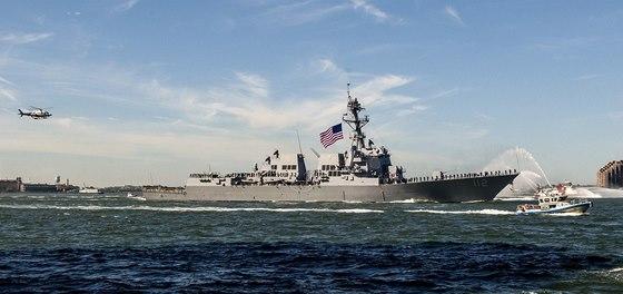 USA vy�lou k Japonsku dvojici modern�ch torp�doborc� s protiraketov�m syst�mem