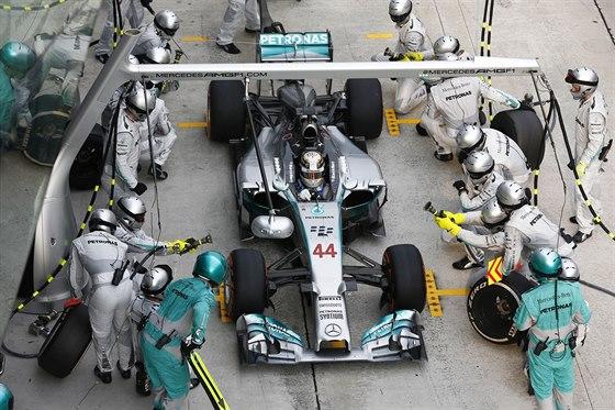 Výměna pneumatik v boxech je ve Formuli 1 otázkou několika sekund.