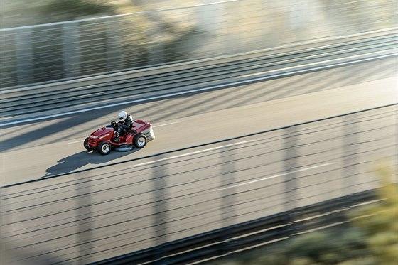 Rekordní pokus proběhl na zkušebním okruhu IDIADA ve španělské Tarragoně.