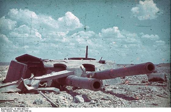 Jedna z dělostřeleckých věží pobřežní baterie Maxim Gorkij I po dobytí Němci,...