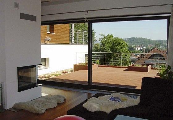 """Obývací pokoj má příjemnou """"teplou"""" dřevěnou plovoucí podlahu, v kuchyni a"""