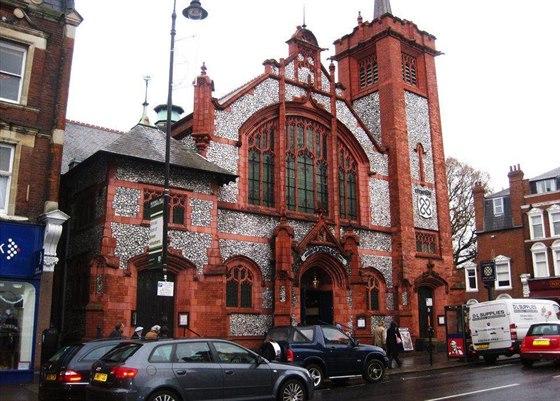 Bývalý kostel postavený v roce 1902, jehož exteriér zůstal zcela nedotčený, se...