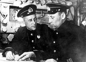 V době německého útoku velel baterii Maxim Gorkij I (pobřežní baterie č. 30)...