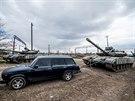 Obavtelé Krymu se snaží pohnout s tankem určeným k transportu na Ukrajinu (29....