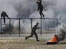 Revolucionáři z Majdanu podstupují vojenský výcvik (29. března 2014)