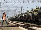 Na n�dra�� v Simferopolu dorazily rusk� tanky, ty ukrajinsk� se postupn� odv�� na Ukrajinu (29. b�ezna 2014)