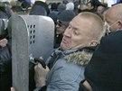 Střety mezi těžkooděnci a proruskými demonstranty v Doněcku (6. dubna 2014)