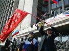 Proruští demonstranti obsadili sídlo gubernátora v Doněcku (7. dubna 2014)