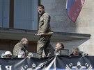 Ruští aktivisté v obsazeném sídle místního gubernátora v Doněcku (8. dubna 2014)
