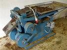 Stroj, který skupina užívala ke zpracování surového tabáku.