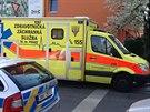 Záchranáři už muži, který skočil z pátého patra, nedokázali pomoci