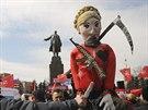 Proruská demonstrace v centru Charkova 30. března 2014.
