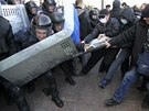 Účastníci doněckého mítinku obviňovali nové ukrajinské vedení, že potlačuje