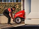 Na vývoji sekačky se podíleli i jezdci závodního týmu Honda Yuasa Racing.