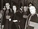 Budouc� britsk� kr�lovna Al�b�ta II. p�ich�z� na audienci k pape�i Piovi XII....