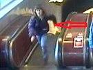 Pachatel, který ve stanici metra Anděl ukradl ženě mobilní telefon