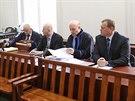Exn�m�stek Vladim�r �i�ka (vpravo) a b�val� �editel odboru informatiky...