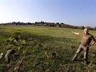 Místostarosta Černolic Pavel Schmidt (na snímku) ukazuje pozemky, na kterých...