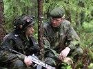 N��eln�k gener�ln�ho �t�bu Ari Puheloinen na cvi�en� voj�k� finsk� p�choty
