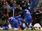 OSLAVA CHELSEA. V 88. minutě dali fotbalisté Chelsea postupový gól přes Paris