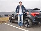V autě tráví Petr Koukal spoustu času, na cestách za zápasy.