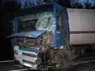 Následky čelního střetu dodávky a kamionu na Hodonínsku. (2. dubna 2014)