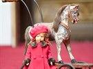 Mal� Al�b�ta m�la nejrad�ji panenky a kon�.