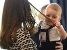 Princ George tahal maminku za vlasy, aby ho pustila znovu na zem k dětem a...