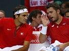 PORADA. �v�carsk� hv�zdy Stanislas Wawrinka (vlevo) a Roger Federer ve
