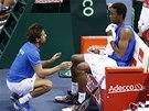 Francouzský tenista Gael Monfils a nehrající kapitán Arnaud Clement ve