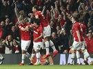 Fotbalisté Manchesteru United se radují ze vstřeleného gólu.